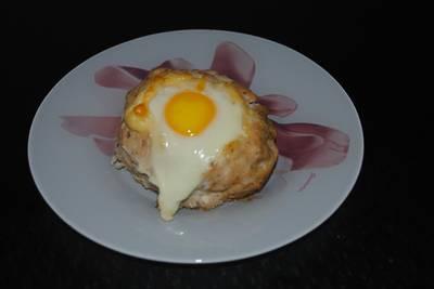 Куриные гнездышки с сыром, яйцом и приправами
