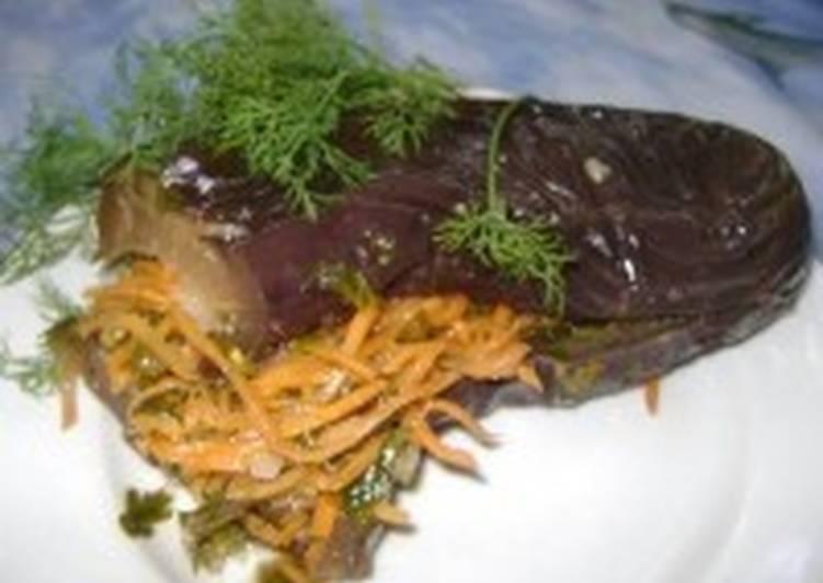 Квашенные баклажаны, фаршированные морковью и сельдереем