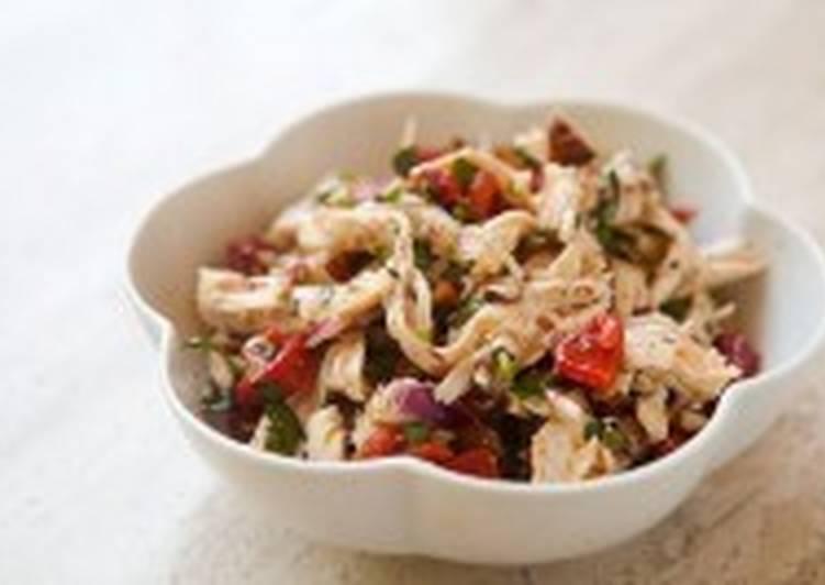 Куриный салат с миндалем и сладким перцем