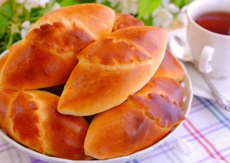Печеные пирожки с печенью и рубленным яйцом