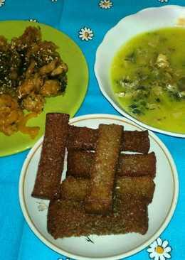 Суп с курицей и беконом, плов с морепродуктами и колодец