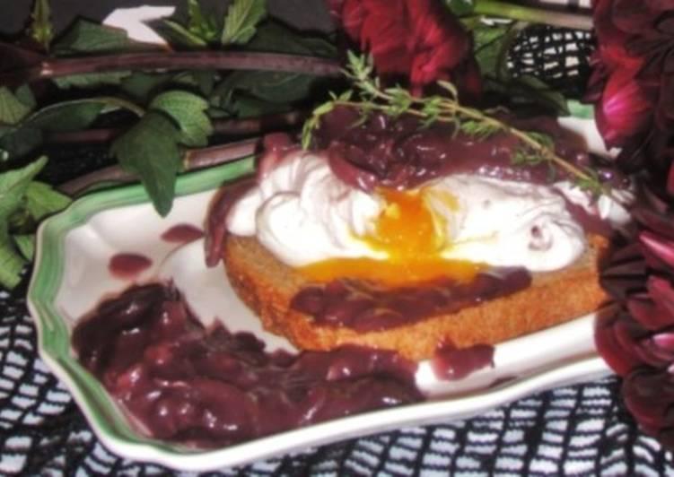 Завтрак по-французски «Яйцо с винным соусом»