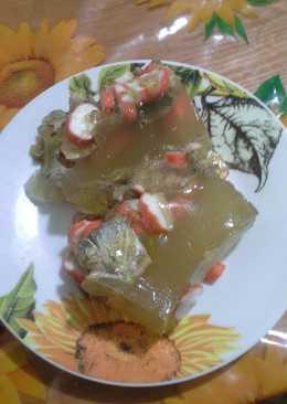 Заливное из рыбной консервы и крабовых палочек