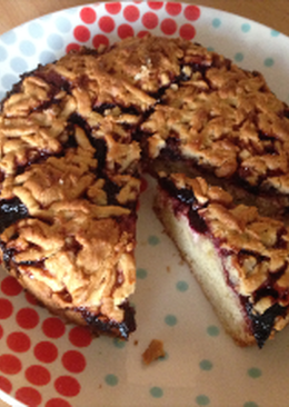Тертый пирог со сливой и творогом