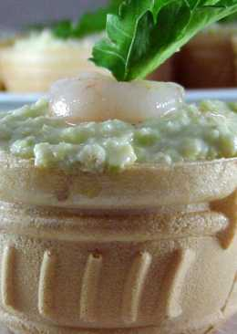 Паста-намазка из авокадо, креветок и сыра