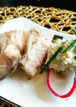 Холодная закуска: рыба маринованная с луковой пастой на ржаном хлебе