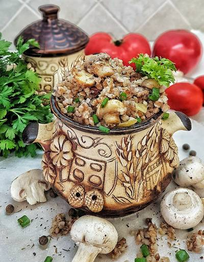 Гречка с жареными грибами и луком, и с колбаской #школа
