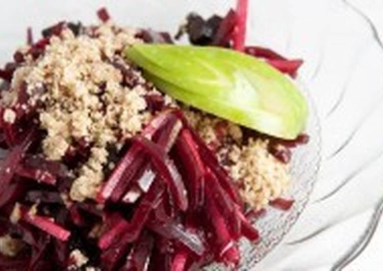 Постный салат со свеклой, изюмом и яблоком