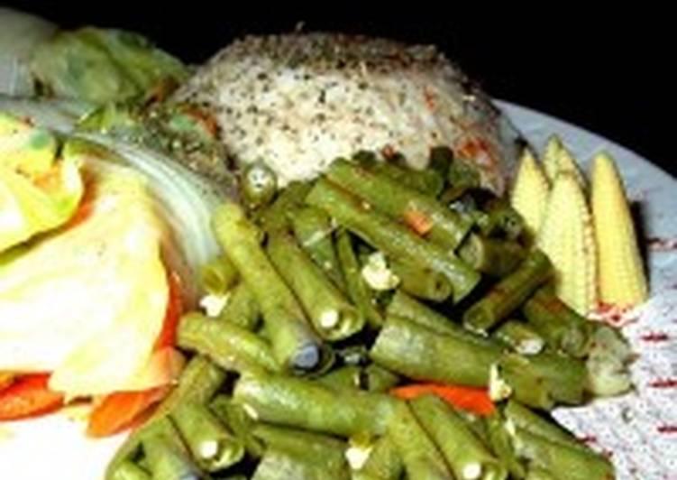 Голубцы с рисом, шнитт-луком и яйцами