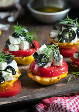 Закуска из патиссонов с томатами и маслинами