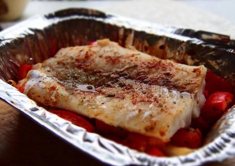 Минтай запеченный с болгарским перцем и помидорами. Быстрый рецепт