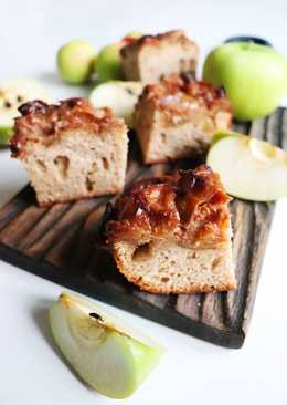 Чудесная шарлотка на цельнозерновой муке с яблоками в карамели