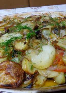 Картофель запеченный с луком, грибами, помидорами и чесноком