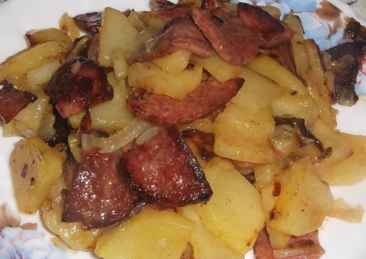 Картошка жареная с колбасой