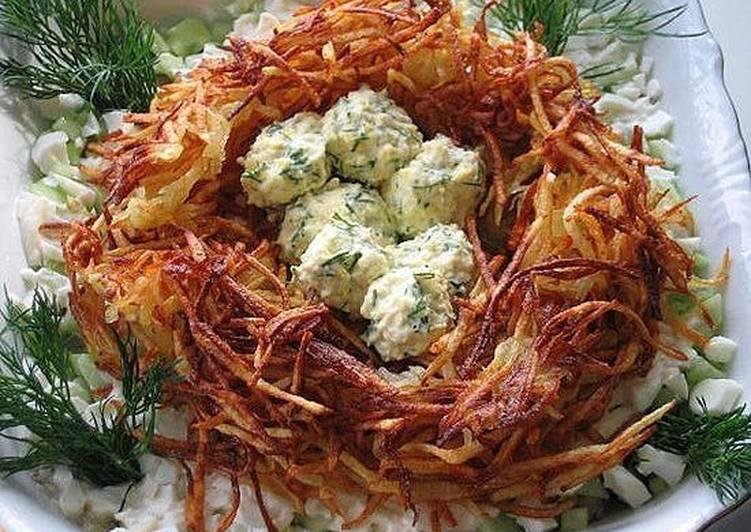 """Салат """"Гнездо глухаря"""", рецепт салата на праздничный стол"""