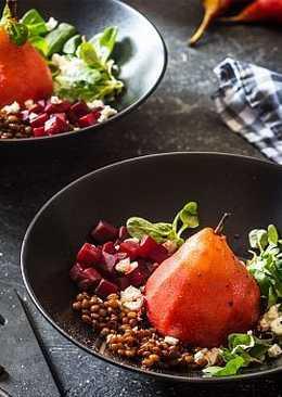 Салат из чечевицы со свеклой и маринованной грушей