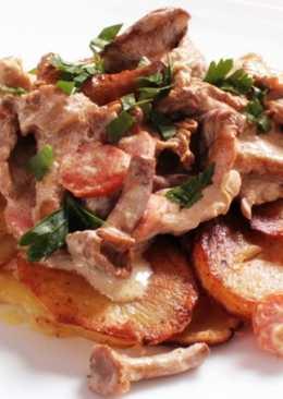 Лисички с картошкой жареные со сметаной