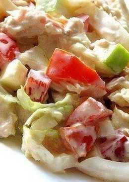 Овощной салат с курицей и кальмарами