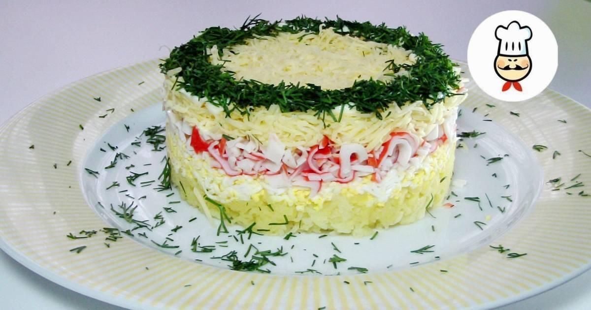 Салат неженка с колбасным сыром и крабовыми палочками