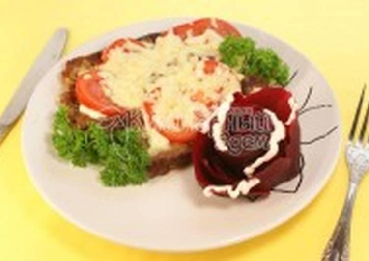 Отбивная под помидором и сыром со свеклой