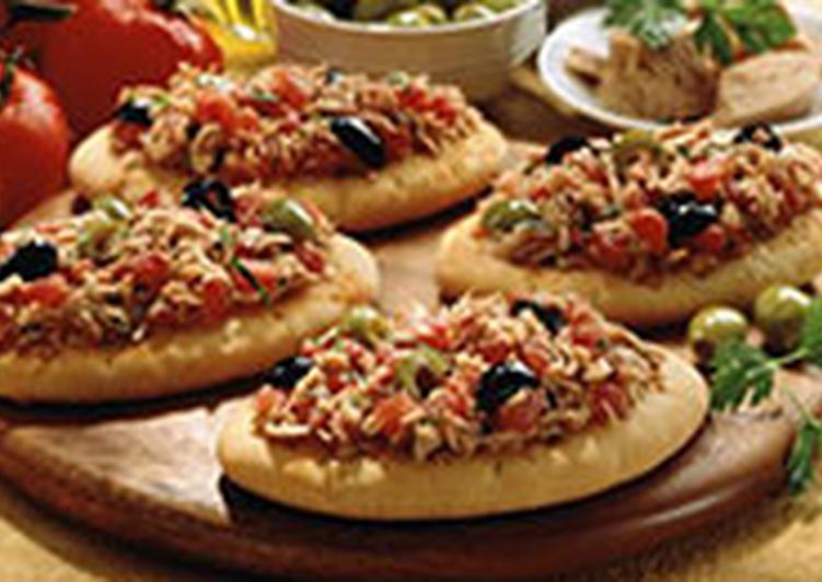Мини-пиццы быстрые с тунцом