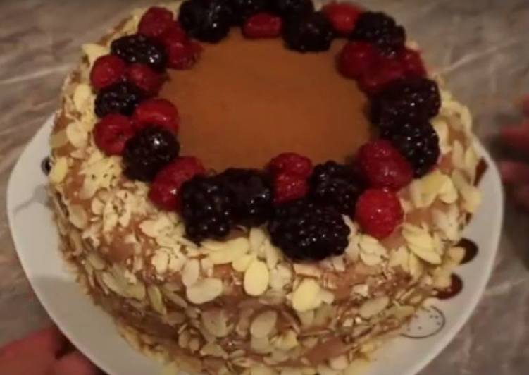 Сборка бисквитного торта, идея украшения