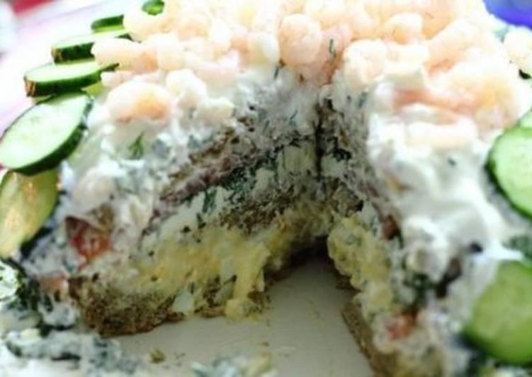 Бутербродный торт с семгой и креветками