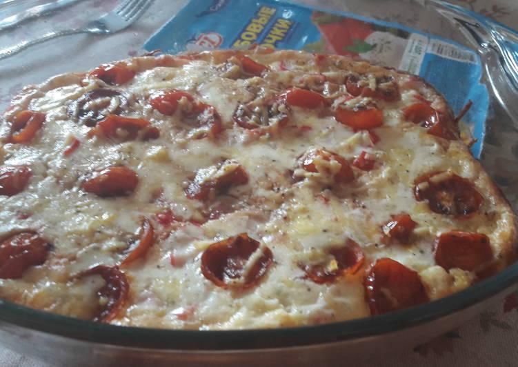 Крабовые палочки с помидорами черри, запеченные в сырных облаках