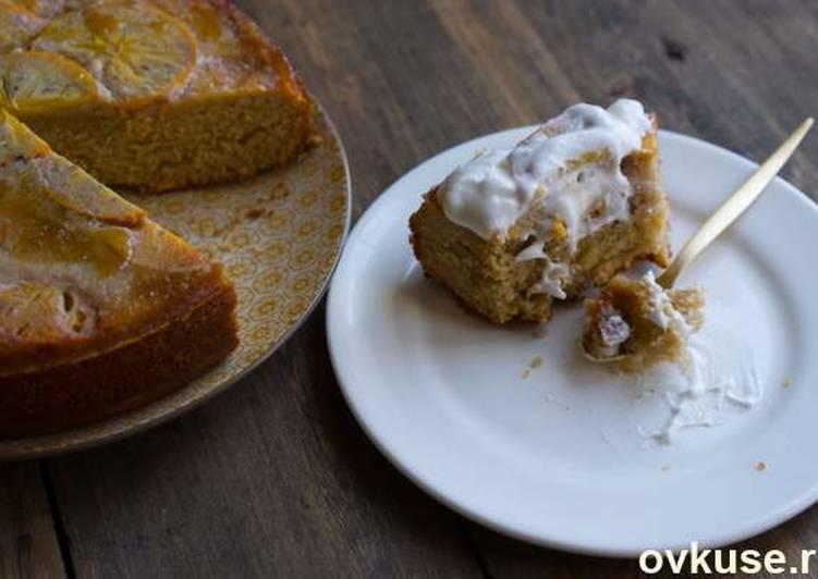 Пирог с хурмой и сиропом