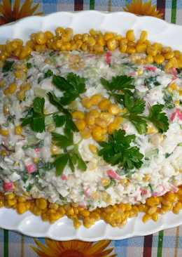 Постный салат с крабовыми палочками и рисом