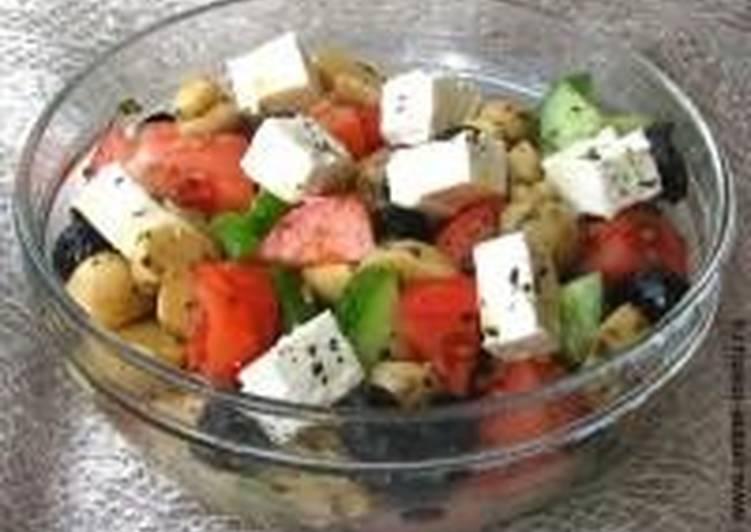 Овощной салат с ветчиной и фетой