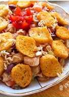 Тёплый салат с курицей и красной фасолью
