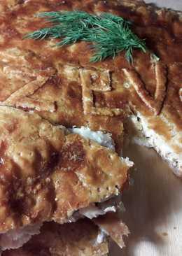 Пирог из слоеного теста с курицей, грибами и сыром