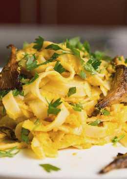 Вегетарианская паста с грибами и тыквенным соусом