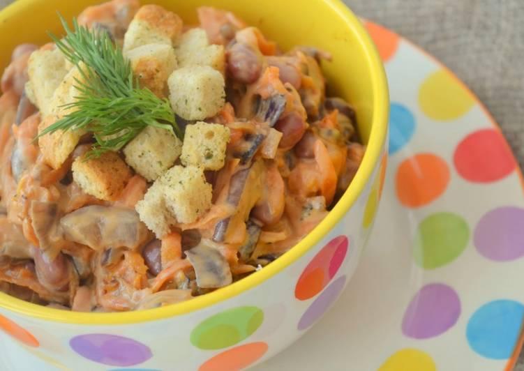 Салат с фасолью и сухариками «Одно мгновение»