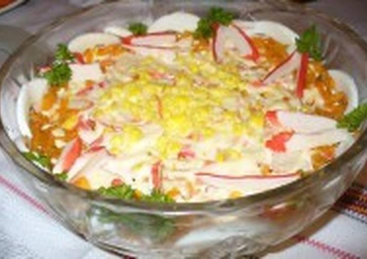 Легкий салат «Балтийский» с овощами и крабовыми палочками