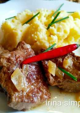 Печень говяжья в сметане с картофельным пюре