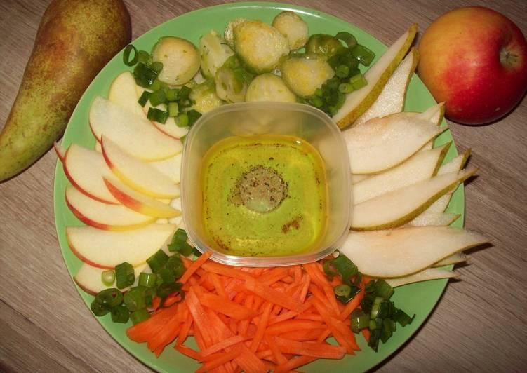 *Салат из брюссельской капусты с яблоками и грушами*