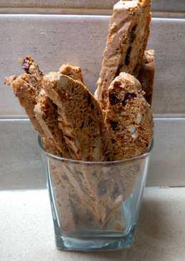 Бискоти с орехами и сухофруктами