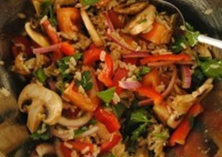 Овощной салат с бурым рисом