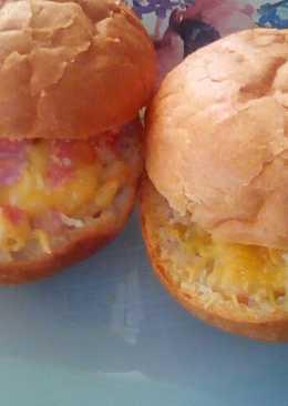 Горячие булочки с колбасой и сыром на завтрак #кулинарныймарафон
