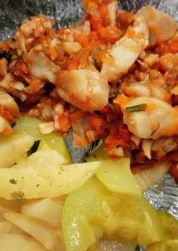 Треска в томатном соусе с корнем сельдерея и кабачком