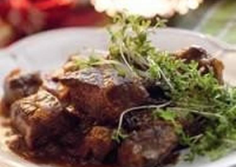 Тушеное мясо в вине