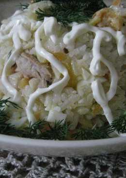 Салат с отварной рыбой, яйцом и рисом