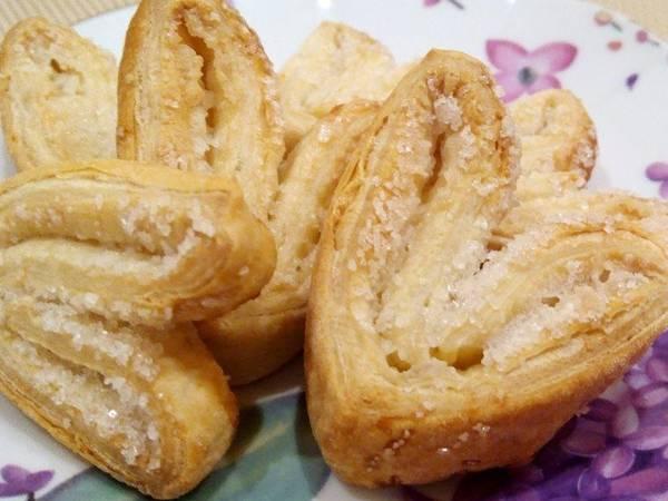 Печенье Ушки из готового слоеного теста в домашних условиях