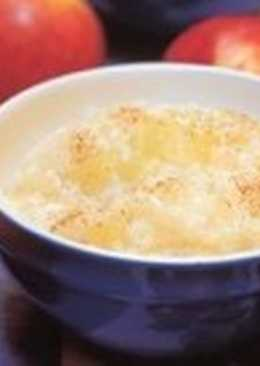 Молочная рисовая каша с яблоком