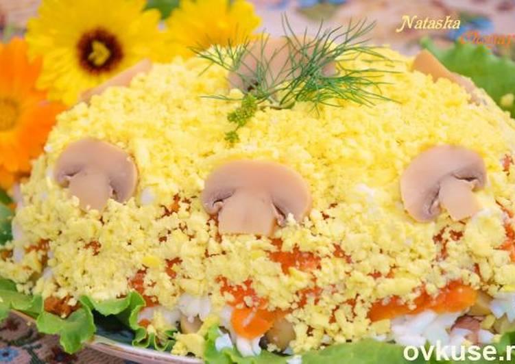 Салат с грибами и горбушей