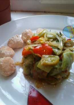 Тёплый салат из цукини и сладкого перца