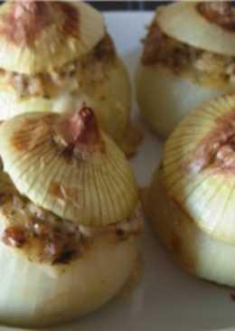 Фаршированный чесноком лук по-румынски