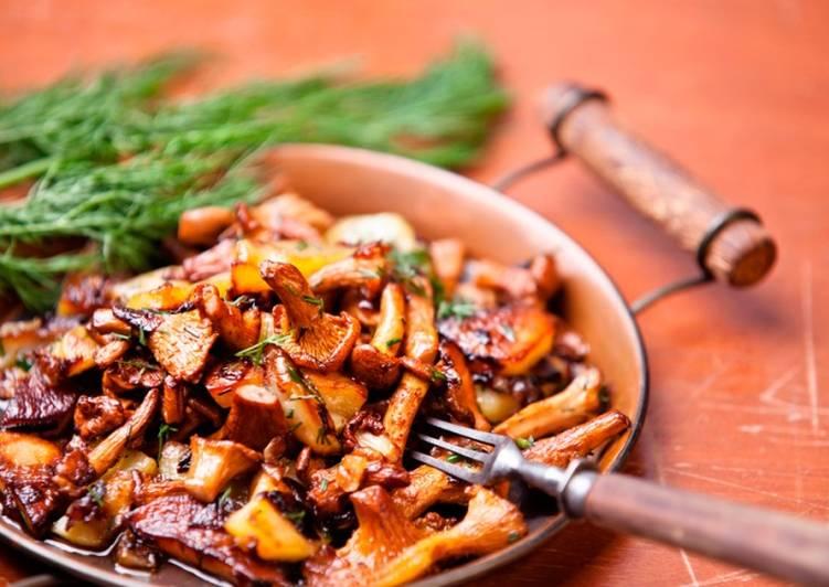 Жареный картофель с лисичками